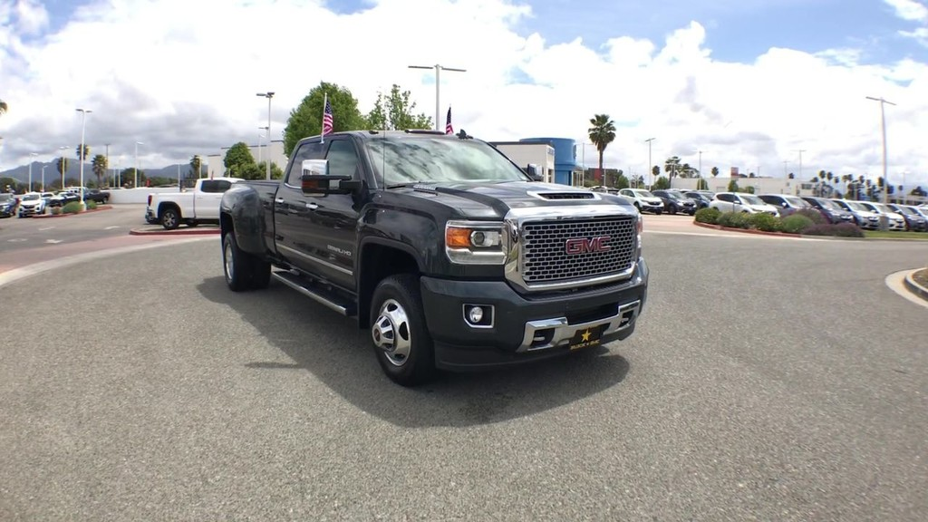 2017 GMC Sierra 3500 HD Crew Cab Denali Pickup 8 ft